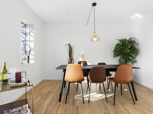 Charles Hope Copenhagen West 3 Bedroom Apartments Dining Area